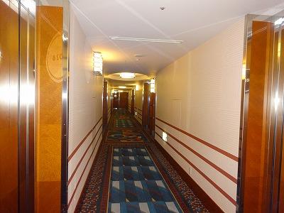 アンバサダーホテル 廊下