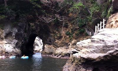 伊豆浮島 洞くつ