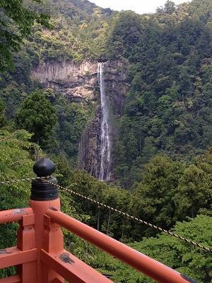 三重の塔から見た那智の滝